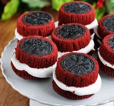 red velvet cream cheese cupcakes - I'd still have to top these with cream cheese frosting. mmmm...