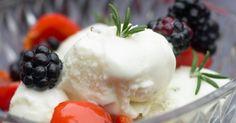 Prøv rosmarin på en helt ny måde, nemlig i denne dejlige flødeis.