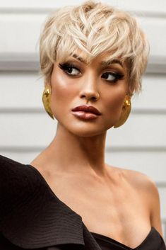 Our gallery of short hair with bangs styles will leave you breathless. They are so classy and stylish. Find out the best option for your hair texture and color. #shorthairwithbangs #shorthairideas #shorthairstyles #hairstyles
