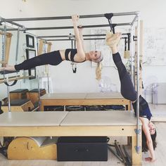 With or without her buddy Emma Roberts, Lea Michele is committed to her Pilates workout. While filming Scream Queens in New Orleans, the fitness-minded actress Pilates Reformer Exercises, Pilates Workout, Core Workouts, Body Inspiration, Fitness Inspiration, Scream Queens Cast, Sky Ferreira, How To Do Splits, Heath And Fitness