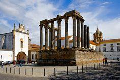 Alentejo, la región por la que te prohibimos volver a pasar de largo  Via Condé Naste Traveler.es  Évora y sus postales de corcho  #Portugal