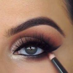Smokey Winged Eyes Tutorial de Maquiagem - Make up! Makeup Eye Looks, Beautiful Eye Makeup, Eye Makeup Tips, Makeup Hacks, Smokey Eye Makeup, Makeup Goals, Skin Makeup, Beauty Makeup, Makeup Steps
