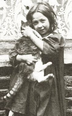 100-Year-Old Photos of Destitute East End Children...#cat