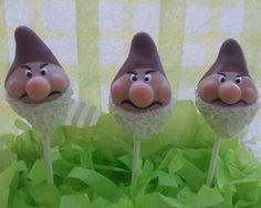 Grumpy from The Seven Dwarfs #cakepops #gnomes  Ein neues Rezept für euch auf unserem Pinterest Board. Viel Spass beim backen und naschen. Bitte lasst ein Like da wenn euch das Rezept gefällt!