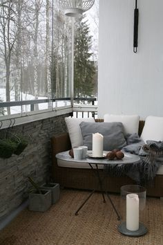 15 Incredible Winter Balcony Decorating Ideas To Make Comfortable Your Home – Winter Balcony Ideas – Balcony Decor Ideas Small Balcony Decor, Balcony Design, Balcony Ideas, Balcony Garden, Garden Design, Outside Living, Outdoor Living, Winter Balkon, Interior Natural