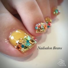 Manicure is really a woman's second face. Pick the super beautiful golded and silver line nail designs for short nails. Cute Toe Nails, Toe Nail Art, Love Nails, My Nails, Thanksgiving Nail Designs, Thanksgiving Nails, Wedding Toe Nails, Yellow Toe Nails, Line Nail Designs
