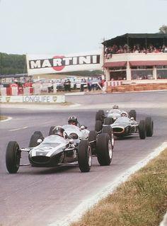 (12) Jackie Stewart - Cooper T75 BRM - Tyrrell Racing Organisation - (22) Graham Hill - Brabham BT16 BRM - John Coombs - XXXI Grand Prix de Reims 1965 - Trophées de France