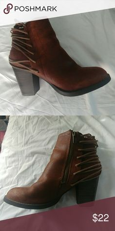 💟price drop! Brown ankle boots Lightly warn. Few skuff marks on the heals. Stylish corset detail on heal. Very comfortable. Great for work and a night out. JustFab Shoes Ankle Boots & Booties