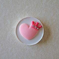 270. Corazón con corona.  Molde en silicona. de My Candy Moulds por DaWanda.com