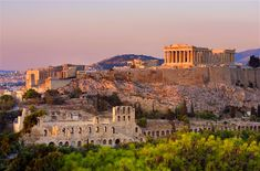 Fast facts on the Parthenon and the Acropolis in Athens, Greece. When the Parthenon was built, who built it, and why it is so important to the Greeks and the city of Athens. Famous Buildings, Famous Landmarks, Ancient Buildings, Greece Vacation, Greece Travel, Greece Sightseeing, Greece Trip, Visit Greece, Vacation Resorts