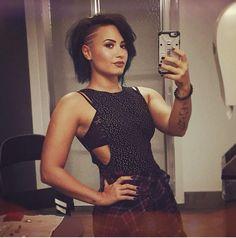 Demi Lovato new hair October 2014