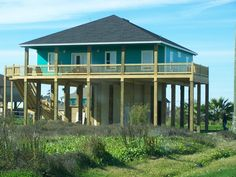 3/2 with extended side deck built by Homes by the Sea.