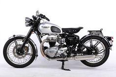 Classic Custom Kawasaki W650 by Motor Rock
