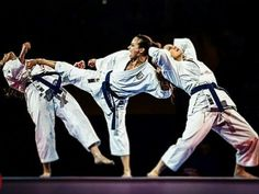 Don't Ignore These Tips Female Martial Artists, Martial Arts Women, Karate Styles, Kempo Karate, Karate Kata, Self Defense Martial Arts, Karate Girl, Hapkido, Girl Fights