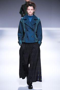 Issey Miyake Fall 2013 Ready-to-Wear Fashion Show