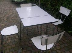 Jaren 60 eettafel met 4 stoelen inklapbaar aan beide zijde Prijs: Bieden