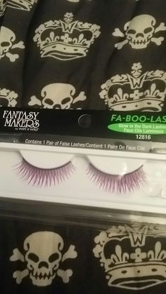 Wet n wild fantasy makers glow in the dark lashes. New.