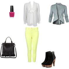 What to wear? 9 april: een #fluo gele broek, witte blouse en een blauwe blazer.  http://www.styletoday.be/mode/94045/what-to-wear-9-april #WTW