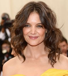 """Katie Holmes attends the """"Charles James: Beyond Fashion"""" Costume Institute Gala at the Metropolitan Museum of Art on May Hair - tousled loose waves Katie Holmes, Long Face Hairstyles, Brunette Hairstyles, Brown Hairstyles, Latest Hairstyles, Celebrity Hairstyles, Best Brunette Hair Color, Brown Hair Inspiration, Hair Color Shades"""