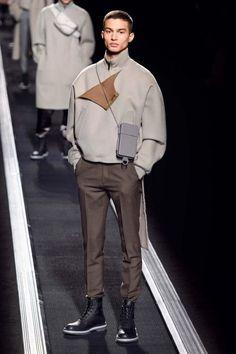 Dior Men Fall-Winter 2019 - Paris Fashion Week Visual Merchandiser, styling and still life designs Male Fashion Trends, Fashion Mode, New Fashion, Winter Fashion, Paris Fashion, Men Fashion Design, Dior Fashion, Vogue Fashion, Fashion Designers