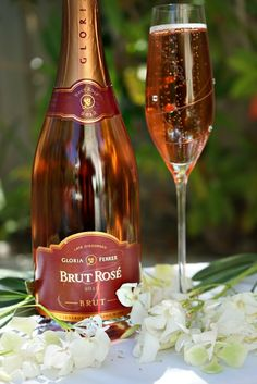 Everyone knows that I am passionate about champagne. I also find that there are several sparkl...