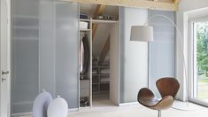 The opposite angles rather infamous in the attic rooms are suitable for a walk-in Eibau. This dressing room with sliding doors transforms the space into a place Glass Closet Doors, Sliding Closet Doors, Wardrobe Doors, Glass Doors, Loft Room, Bedroom Loft, Door Dividers, Attic Spaces, Love Your Home