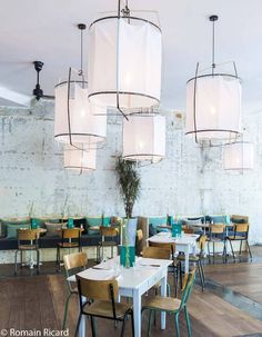 Home Decoration With Paper Flowers Cafe Bar, Cafe Restaurant, Restaurant Design, Café Theatre, Deco Cafe, Resto Paris, Kids Restaurants, Decoration Restaurant, Kids Cafe