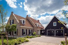 This is not really a farmhouse, but a farmhouse villa. Realized by Bloemfontein. Holland House, Stucco Homes, Cottage Exterior, Thatched Roof, Curb Appeal, Bungalow, My House, Beautiful Homes, House Plans