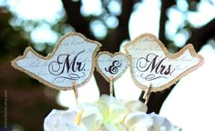 Cake Topper Mr and Mrs, Burlap and Fabric for Rustic Wedding Decor. Vintage Birds Couple, Ampersand and holder stick.