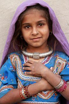 India | Raisopotra tribal child (Bhirandhiaro village). Gujarat | ©Watler Callens