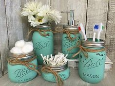 Mason Jar Bathroom Vanity Set / Set of 5 Jars / Seaglass Painted Mason Jars - DIY Badezimmer Dekor Burlap Mason Jars, Painted Mason Jars, Mason Jar Crafts, Rustic Bathroom Decor, Rustic Decor, Bathroom Ideas, Rustic Charm, Bathroom Vanities, Bathroom Wall