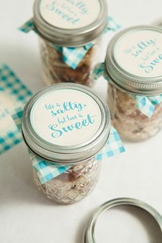 Awesome DIY idea for mason jar trail mix wedding favors!