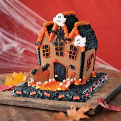 Top 17 Over-Size Halloween Gingerbread House Designs – Cheap Easy Party Treat Halloween Gingerbread House, Gingerbread House Designs, Halloween Haunted Houses, Halloween House, Scary Halloween, Fall Halloween, Gingerbread Houses, Halloween Stuff, Halloween Party Costumes