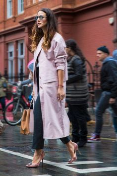 7c480d16076a London Fashion Week Fall 16 Street Style Pictures  streetstylefall Le Look