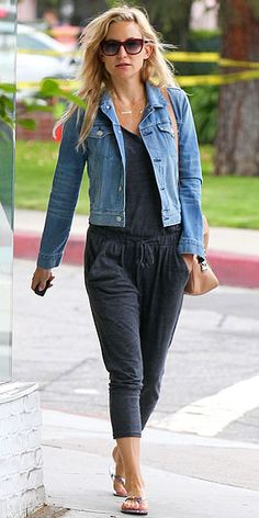 Kate Hudson has cute casual style with great neutral thong sandals... this outfit is adorable and extremely comfy looking!