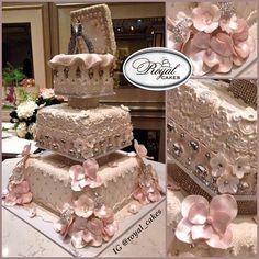 Nigerian Wedding: 27 Extravagant & Luxurious Engagement & Wedding Cakes By Royal Cakes - Nigerian Wedding