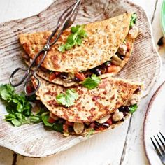 Breakfast quesadillas with black beans, spinach and mushrooms - Glycemic Index Foundation No Carb Recipes, Fruit Recipes, Veggie Recipes, Healthy Recipes, Veggie Food, Fruit Food, Low Gi Breakfasts, Low Gi Diet, Quinoa Porridge