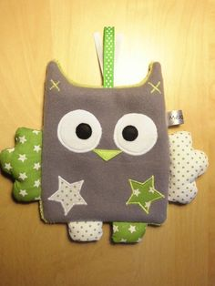 Doudou flat owl - gray green white - peas and stars - creation baby made-ma . Sewing Projects For Kids, Sewing For Kids, Knitting Projects, Baby Couture, Couture Sewing, Handmade Baby, Handmade Toys, Sewing Toys, Sewing Crafts