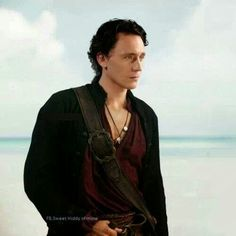 Oh gosh... I... I can't... I just can't... Tom as a pirate... Just give me a moment while I go cry of happiness....