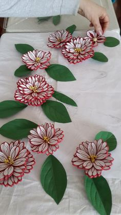Beautiful quilled flowers - by: unknown quiller