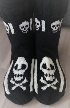 Wool Socks, Knitting Socks, Diy Projects To Try, Handicraft, Diy Tutorial, Mittens, Halloween, Knitting Patterns, Sewing