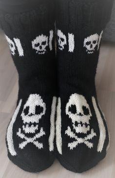 Wool Socks, Knitting Socks, Diy Projects To Try, Halloween, Handicraft, Diy Tutorial, Mittens, Knitting Patterns, Sewing