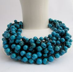 blauwe statement kralenketting | necklace made of blue acai-beads