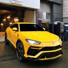 Lamborghini promised it would deliver the world's fastest internal-combustion-powered SUV with the Urus. Luxury Sports Cars, Super Sport Cars, Exotic Sports Cars, Cool Sports Cars, Best Luxury Cars, Luxury Suv, Exotic Cars, Carros Lamborghini, Lamborghini Cars