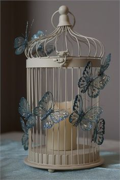 This lovely centrepiece will may any table look beautiful. With a lit candle and the shimmering glitter butterflies it will add an elegant ambiance to your special occasion. Butterflies available in 10 colours.