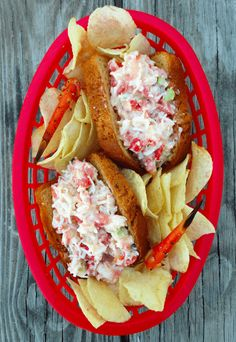 30 Savory Crab Recipes For This Summer - Love crabs for summer dinner but still do not know what to make with them? Stop by and get best crab recipes here. We've picked out 30 savory dishes m. Crab Sandwich, Sandwich Recipes, Fish Recipes, Seafood Recipes, Cooking Recipes, Picnic Recipes, Cooking Games, Healthy Recipes, Rolled Sandwiches