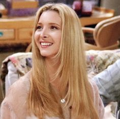 friends Lets just take a moment to appreciate the beauty of Lisa Kudrow aka Phoebe Buffay. Friends Tv Show, Phoebe Friends, Tv: Friends, Serie Friends, Friends Cast, Friends Moments, I Love My Friends, Phoebe Buffay, Joey Tribbiani