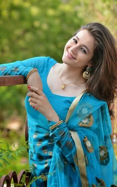 The beauty of the world's nationalities is stunning. Posted by Sifu Derek Frearson Beauty Full Girl, Cute Beauty, Beautiful Girl Image, Beautiful People, Indian Tv Actress, Beauty Shots, Girls Dpz, Loose Hairstyles, Girl Poses