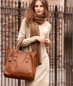 Oversized knit + oversized bag + oversized scarf = super stylish winter look