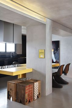 Pilar + mesa + falso techo frente enrasado con pilar + fosa LED Fj house, Sao Paulo, Guilherme Torres